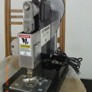 china automatic eyelet press machine