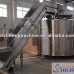 Automatic beverage bottle conveying machine-