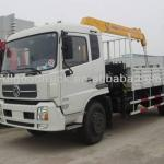 Dongfeng 4X2 truck mounted crane-